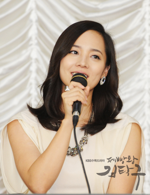 "Eugene speaks about her drama ""Bread, Love and Dreams"" at the drama's press conference held in North Chungcheong Province, South Korea in August 11, 2010. [KBS]"