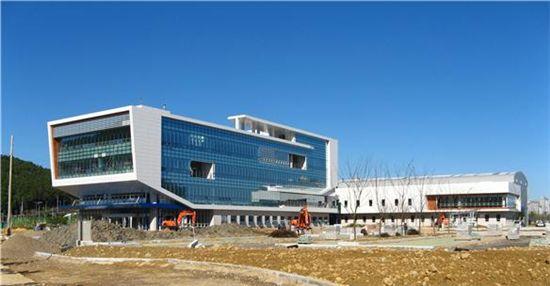 ▲오는 12월 중순께 입주를 완료하는 부산혁신도시 동삼지구 국립해양조사원 신청사