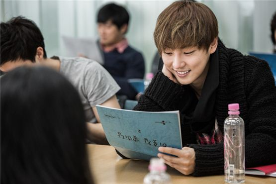 """Actor Yoon Si-yoon reads his script during the first script reading of the upcoming tvN series """"Flower Boys Next Door"""" [tentative title] held at the CJ E&M building located in Seoul, Korea on November 21, 2012. [tvN]"""