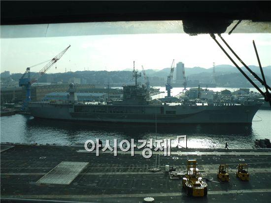 미 해군 7함대 소속 항공모함인 조지워싱턴호(9만7000t)가 11일 부산항에 입항한다.