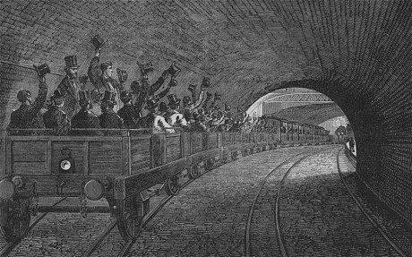 1863년 개통된 런던지하철 통근자들의 모습