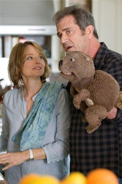 ▲ 조디 포스터와 멜 깁슨이 2011년 함께 출연한 영화 '비버'의 한 장면.