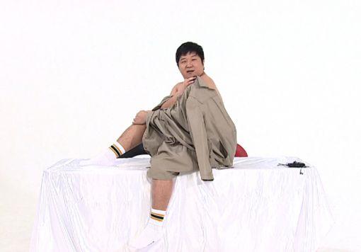 정형돈, '주간아이돌'서 송중기 화보 패러디 '굴욕'