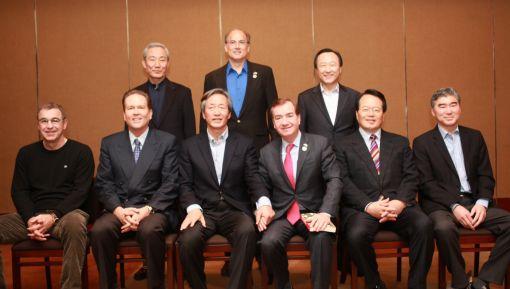 앞줄 왼쪽부터 매트 새먼 의원, 번 뷰캐넌 의원, 정몽준 전대표, 에드 로이스 위원장, 정의화 의원, 성 김 대사, 뒷줄 왼쪽부터 김종훈 의원, 톰 마리노 의원, 홍일표 의원