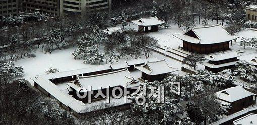 [포토]하얀 모자 쓴 덕수궁