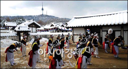 [포토]남산 한옥마을, 입춘맞이 한마당 행사 대동굿