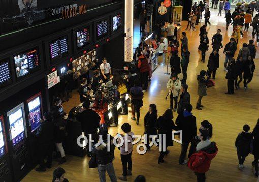 잇따라 요금조정…영화관 티켓 가격 어떻게 바뀌나