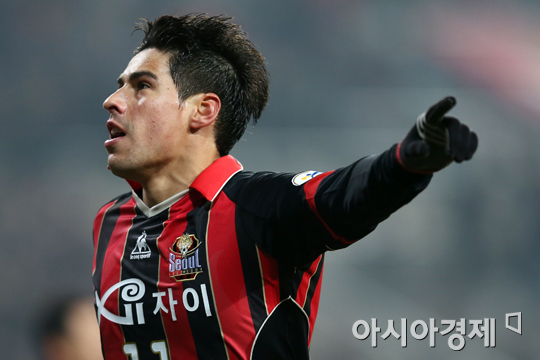 '몰리나·에스쿠데로 골' 서울, 부산에 2-0 승