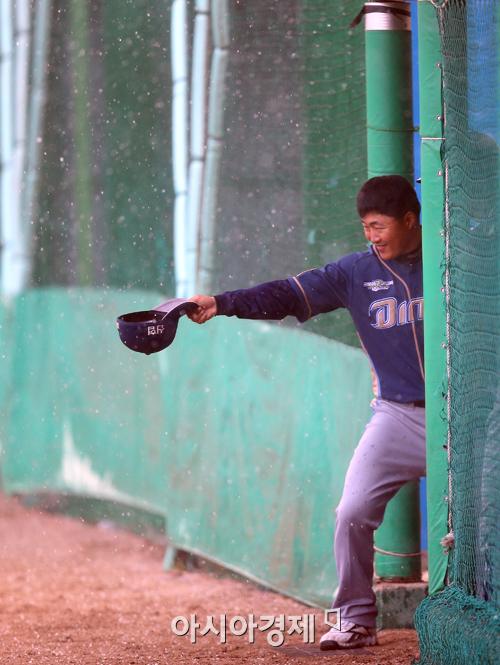 ▲우박이 내리는 야구장 모습. (2013년 4월 사진)