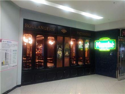 ▲씨즐러, 베니건스, T.G.lF 등과 함께 국내 패밀리레스토랑 1세대를 이끌어왔던 마르쉐는 2013년 5월31일부로 코엑스점까지 문을 닫음으로써 사업을 철수했다.