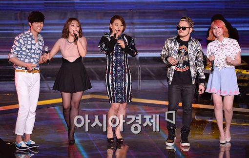 [포토]조용필 'Hello' 열창하는 김현수-신유미-손승연-박의성-송수빈