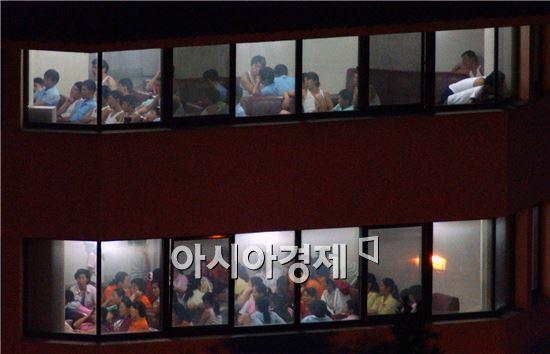 정부가 지난 4월 초 중국 닝보(寧波)의 북한 식당을 탈출해 한국으로 온 북한 종업원 13명(남자 1명 포함)의 신변 안전을 위한 보호 결정을 내린 것으로 확인됐다.