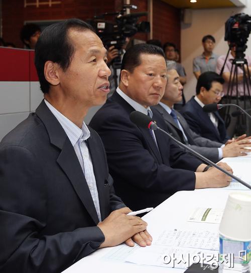 ▲새정치민주연합 최문순 후보가 6.4지방선거에서 강원도지사 재선에 성공했다.