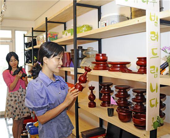 공유 나루 코너에는 제기 공구 등 다양한 생활용품이 마련돼 있다.