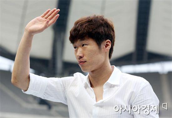 박지성의 '홍명보호' 승선 여부로 축구계가 달아올랐다.