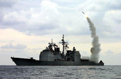 이라크 자유작전에 참가한 미 해군 케이프 세인트 조지함이 토마호크 순항미사일을 발사하고 있다.