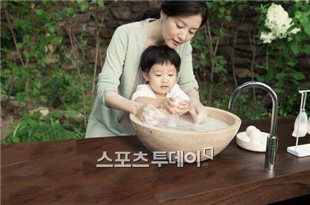 ▲이영애, 대만 임산부에 병원비 1억 '쾌척'