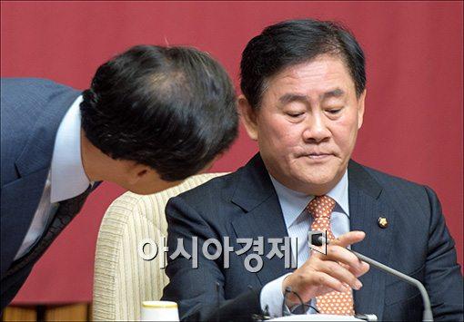 [포토]의견 나누는 최경환·김기현