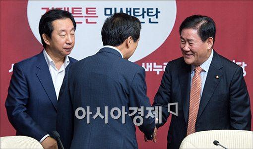 [포토]원내대책회의 참석한 최경환 원내대표