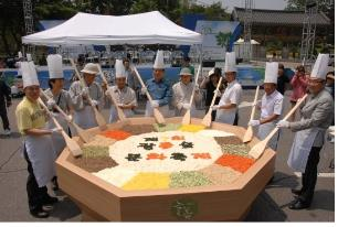 비빔밥 퍼포먼스