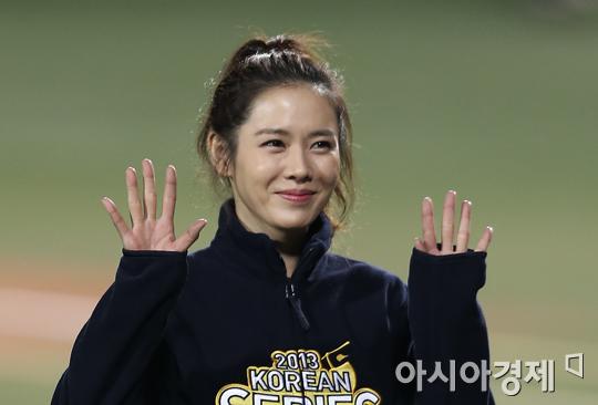 ▲손예진이 MBC 무한도전 응원단에 합류한다.