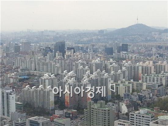 각종 부동산 규제가 완화된 이후 실수요자들이 매매에 나서면서 아파트 호가가 오르고 계약이 이뤄지는 등 수도권 부동산 시장에 훈풍이 불고 있다. 사진은 서울 강남 일대 전경.