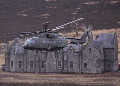 힘차게 이륙하는 오거스타웨스트랜드의 AW101 멀린 헬기