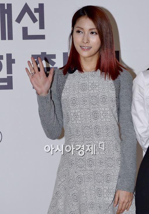[포토]'카라' 박규리, 상큼한 손인사!