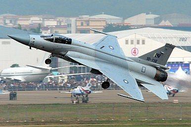 중국과 파키스탄이 공동개발한 JF-17 전투기