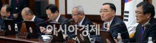 [포토]국무회의 주재하는 정홍원 총리