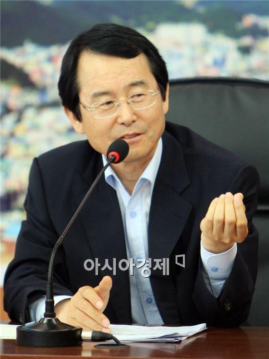 김종식 완도군수가 '2014년을 완도의 가치를 세계화하는 해'로 만들겠다고 새해 포부를 밝히고 있다.