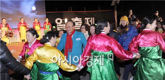 [포토]강강술래하는 김충석 여수시장