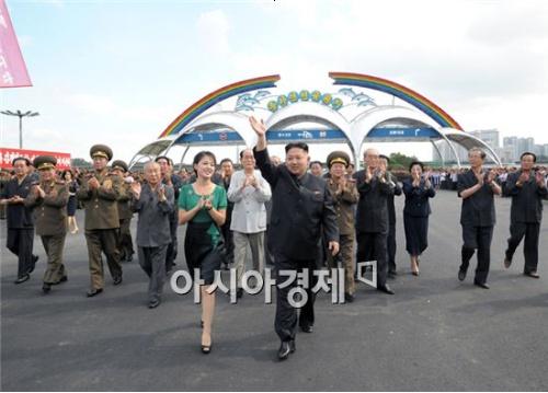 김정은·리설주, 올해 첫 공식활동 시작…금수산태양궁전 참배