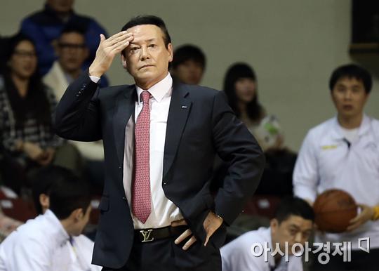 [포토] 김동광 감독 '진땀나네'