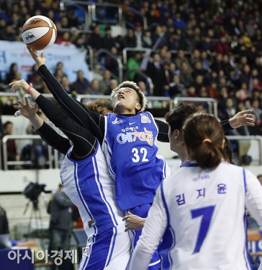 [포토] 박진영 '리바운드를 제압하는 자가 경기를 제압한다'