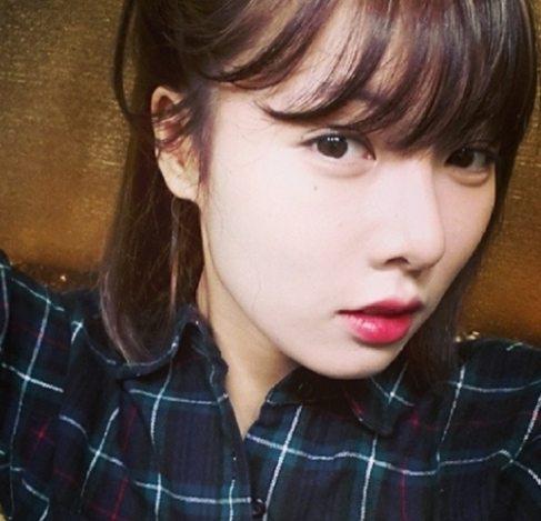 """'포미닛' 현아, 흑발 깜짝 변신…""""도자기 피부 더 빛나네~"""""""