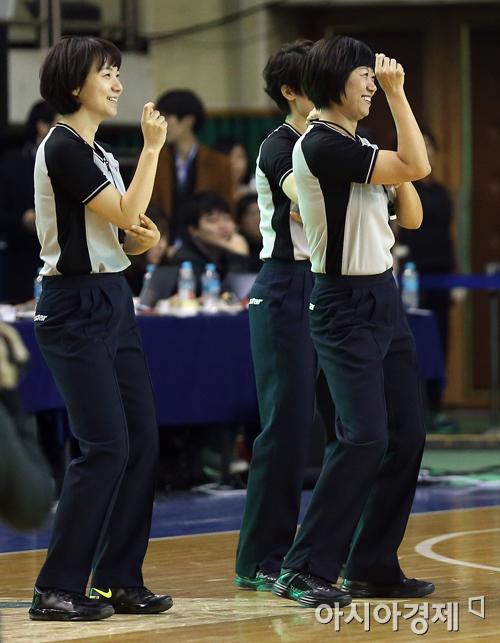 [포토] 여자농구 올스타전, 심판들도 함께 즐겨요
