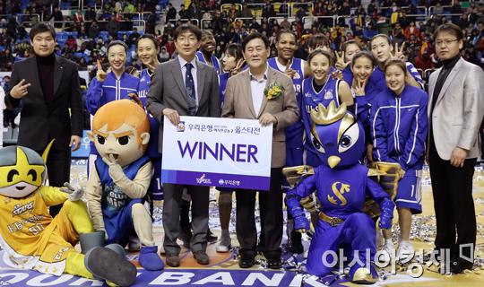 [포토] 여자농구 올스타전 승리한 남부선발