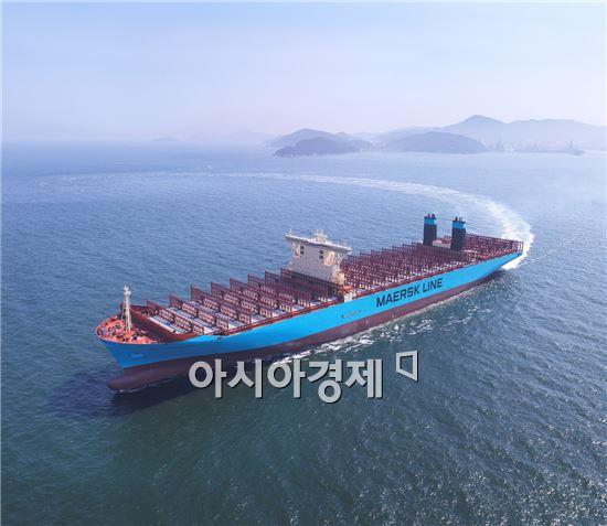 지난해 세 개의 잡지에서 올해 최우수 선박으로 선정된 덴마크 A.P.Moller-Maersk 社의 1만 8270 TEU 컨테이너선인 '머스크 맥키니 몰러(Maersk Mc-Kinney Moller)'호의 모습.(사진제공=대우조선해양)