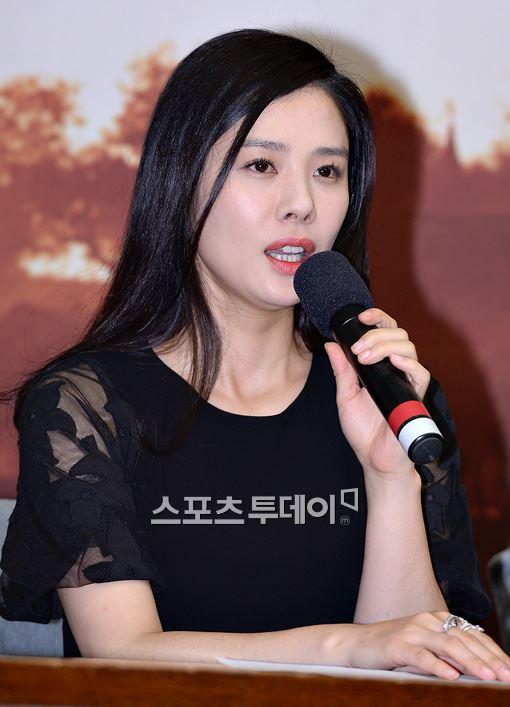 배우 김현주가 동료 유채영의 임종 순간까지 함께한 것으로 전해졌다.