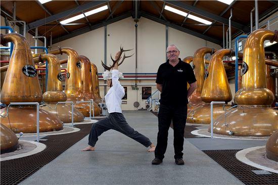 글렌피딕의 레지던스 프로그램은 지난 2002년부터 시작해 13년째 이어오고 있다. 글렌피딕은 국내외 예술가들에게 스코틀랜드 글렌피딕 증류소에서 일정기간을 머물며 작업할 수 있는 기회를 제공한다.