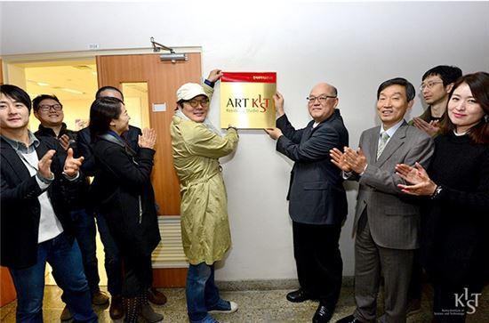 한국과학기술연구원(KIST)내에 위치한 스튜디오에서 진행되는 레지던스 프로그램은 일반 회화에서부터 조각, 미디어 아트, 키네틱 아트 등 총 7명의 예술가들이 참여하고 있다.