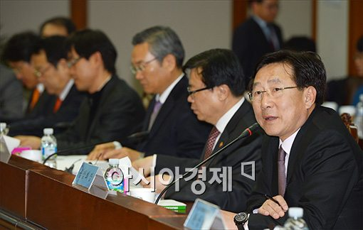 [포토]인사말하는 김기문 회장