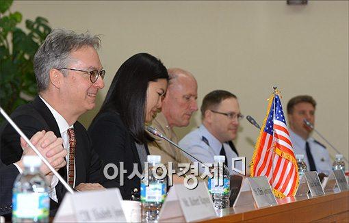 [포토]모두 발언하는 에릭 존 미 방위비협상 대사
