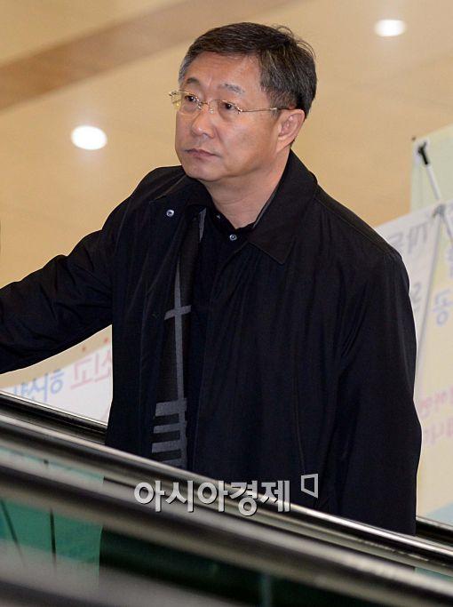 [포토]출국하는 양웅철 현대기아차 부회장
