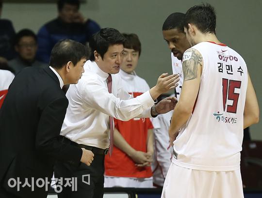 [포토] 문경은 감독 '헤인즈-김민수, 지령을 내려줄게'
