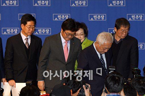 [포토]기자회견 마친 김한길 대표