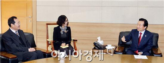 [포토]강운태 광주시장, 왕샌민 신임 광주중국총영사 접견
