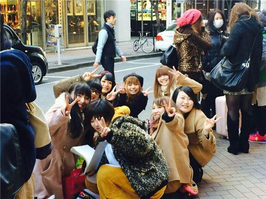 [포토]엠파이어 일본 공연, 현지 팬들 다 함께 '브이'