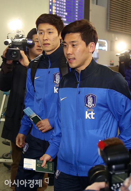 [포토] 대표팀 전지훈련 떠나는 성남FC 김태환-박진포